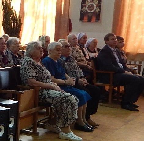 Бабушки и дедушки Лесниковского дома престарелых