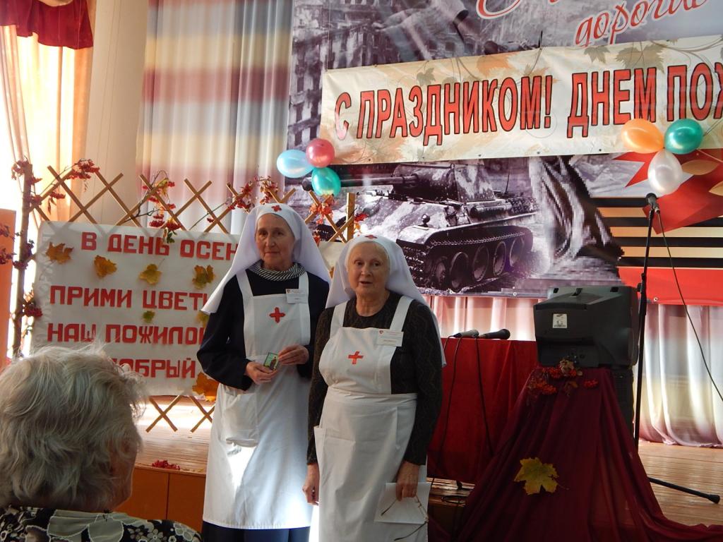 Сестры милосердия в Лесниковском доме престарелых